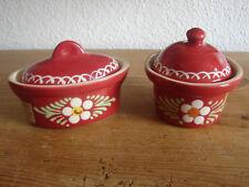 2 kleine Soufflé Schälchen mit Deckel, Potterie Beck France, Handarbeit