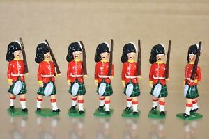 BRITAINS RE CAST 7 x GORDON HIGHLANDER SOLDIERS MARCHING at the SLOPE 1900 nq