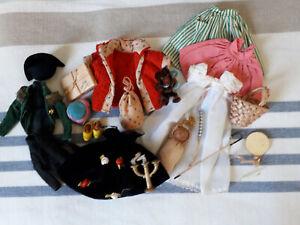lot vêtements et accessoires pour poupée peynet années 60