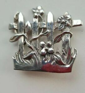 Solid Silver Pretty Gate  Design Brooch Hallmarked 925