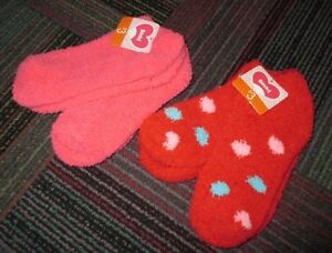 NWT WOMENS 4 PAIR ANKLE SOCKS, SIZE 9-11, 2 PAIR PINK & 2 PAIR RED POLKA DOT