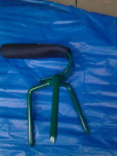 hand claw gardening tool for tubs, window boxes containers and raised beds.