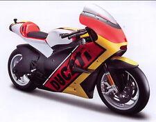 Ducati Desmosedici `11 Bandiera nero/rosso/oro, Maisto Moto Modello 1:6