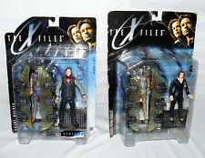 Lot Set Of 2 X-Files Action Figures On Card Scully / Mulder Sci Fi Charactors