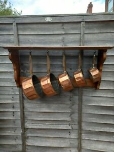 French Vintage Set Of 5 Copper Saucepans With Wooden Hanging Rack
