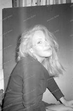 Portrait-Frau-Stuttgart-olgastraße-keller-wohnung-Raum-cute Girl--33