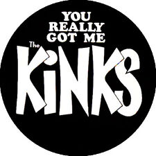 CHAPA/BADGE THE KINKS . pin ray davis sonics small faces animals rolling stones