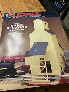 TRAIN ESTATE SALE-- LIONEL O SCALE  GRAIN ELEVATOR