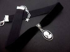 A LADIES GIRLS BLACK  VELVET CAMEO CHOKER NECKLACE. NEW.
