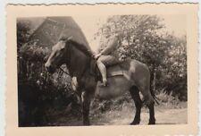 (F24460) Orig. Foto Frau auf dem Pferd in Petschow 1939
