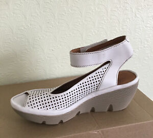 Clarks Ladies Reedly Jump White Leather Wedged Sandals UK Size 5.5 D EU 39