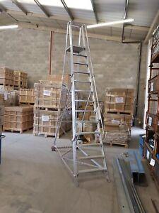 Mobile aluminium platform steps