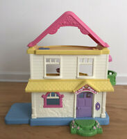 2005 Fisher Price My First Doll House  Dollhouse Sound Pink Yellow Blue