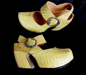 JOHN FLUEVOG  Mustard Yellow Snake Embossed Leather Platform Heels NWOB Sz. 6