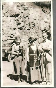VINTAGE PHOTOGRAPH CAR/AUTO DOG/PUPPY FLAPPER GIRLS FASHION COLORADO OLD PHOTO