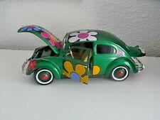 Maisto VW Käfer 1951 in grün mit Blumen 1/18
