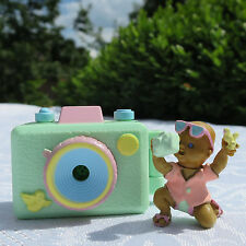 Polly Pocket Mimi & the Goo Goos Camera Kamera 100% complete Baby mit Kamera
