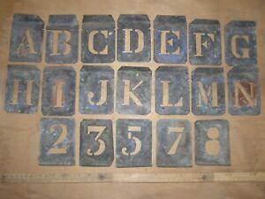 Ancien jeu de  Pochoirs alphabet et chiffres déco indus loft vintage manques !!