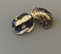 Adorable Skunk brooch   enamel on  Gold tone metal with crystals