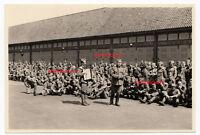 Foto POW Gefangene Soldaten Photo 2. WK WW2 Konzert Musik