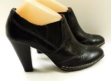 EUC Sofft Women's Size 8M Black Leather Ankle Boots - Style and Comfort