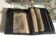 portefeuille en tissu noir et marron clair