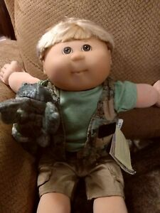 """2003 Cabbage Patch kids 20""""doll 20th Anniversary -Toys R Us Boy w/Frog"""