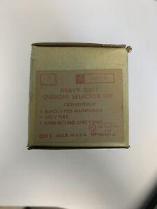General Electric Heavy-Duty Oiltight Selector Switch CR2940UB203E