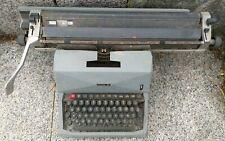 Macchina da scrivere marca Olivetti 82