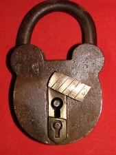 Ancien cadenas à oreilles mickey en acier plaque laiton - Old padlock