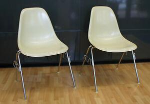 2 Originale Herman Miller Fiberglas Stühle, Sideshair DSS, Design: Charles Eames