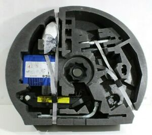 VW Golf V 5 Bordwerkzeug Kompressor Radschlüssel Wagenheber Öse 8P0012615B I615