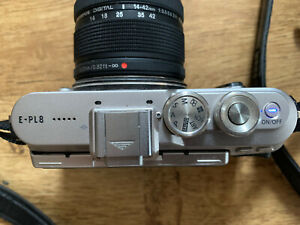 Olympus PEN E-PL8 17.2MP System Camera - Black with Olympus 14-42mm Lens