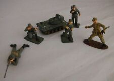TOY ARMY FIGURES AND TANK
