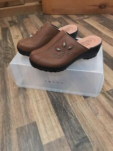 Fly Flot Brown Leather Clogs Mules  Sandals- Size UK 4 Brand New