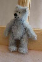 total niedlicher kleiner Teddybär sucht neues Zuhause und freut sich auf Dich !!