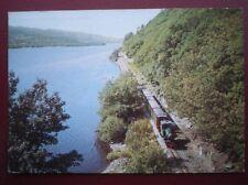 POSTCARD CAERNARVONSHIRE A TRAIN ALONGSIDE LLYN PADARN ON THE LLANBERIS LAKE RAI