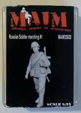 MAIM35020 1/35 Russian Soldier marching #1
