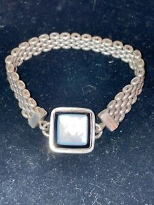 Tabra Bracelet with Black onyx and mother of pearl connector
