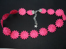 A LADIES GIRLS PRETTY PINK SATIN DAISY FLOWERS  FESTIVAL CHOKER NECKLACE . NEW.