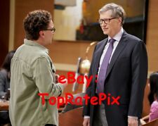 BIG BANG THEORY - Johnny Galecki with Bill Gates  -  8x10 Photo