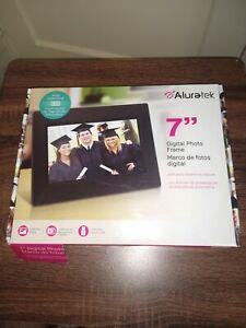 Aluratek Digital Photo Frame with Automatic Slideshow - 7 inch - ADPFWM7S - NEW!