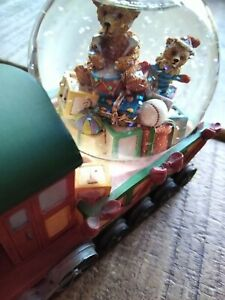 LOVELY CHRISTMAS DECORATION TRAIN SNOW GLOBE FROM PAST TIMES