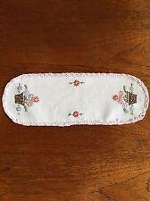 Vintage Hand Embroidered Crochet Handmade Doily Duchess Centrepiece