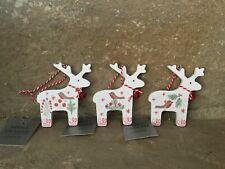 Gisela Graham Navidad Reno de madera blanca con decoraciones de árbol de Robin juego de 3
