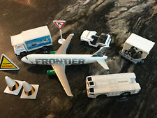 Frontier airlines airport set (Raccoon) diecast