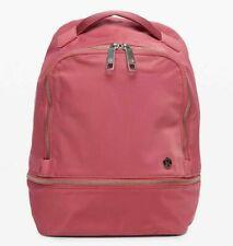 Новый с ��енниками Lululemon город авантюрист рюкзак Mini 10 л ~ вишневый оттенок ~ бесплатная доставка