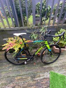 Giant TCX Cyclocross Bike Size Medium. Hunt Mason Wheels