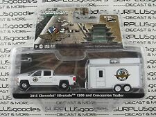 GREENLIGHT 1:64 S6 Hitch & Tow Indy 500 2015 CHEVROLET SILVERADO 1500 & TRAILER