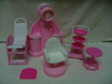 BARBIE PLASTIC FURNITURE BEDROOM/SCHOOL/SALON & MORE OVER 30 PIESCES FREE SHIP